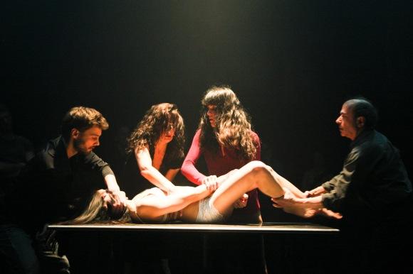 Corps Intérieur de David Pressault. Photo: NIcolas Ruel. Danseurs: Karina Iraola, Angie Cheng, David Flewelling, Anne Leabeau et Daniel Soulières.